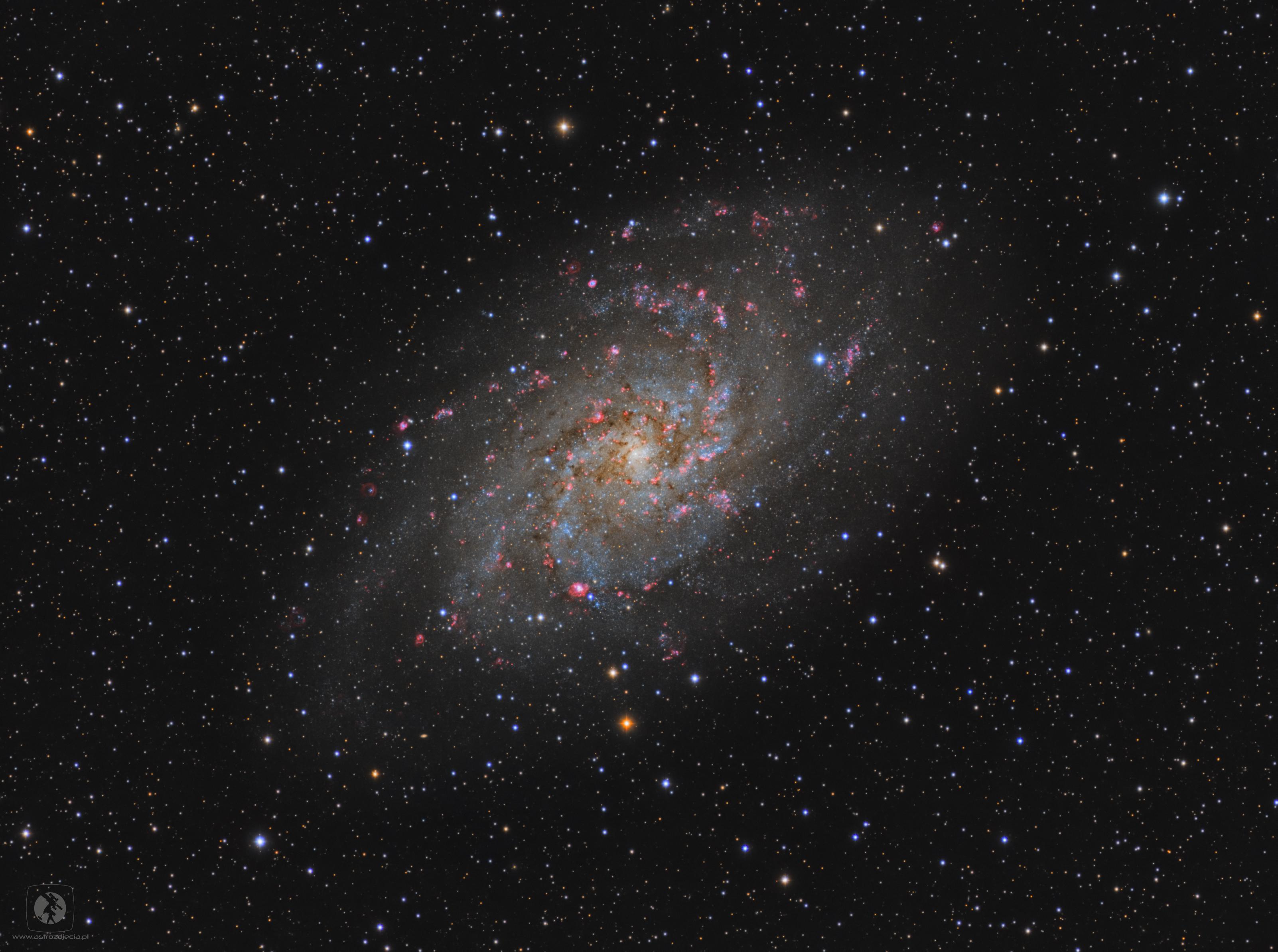 M33-full Date 2018-10 Camera QHY9 Mount SW NEQ6 Telescope TS APO 100Q Exp L 100x600 RGB 3x30x300 Ha 45x1200