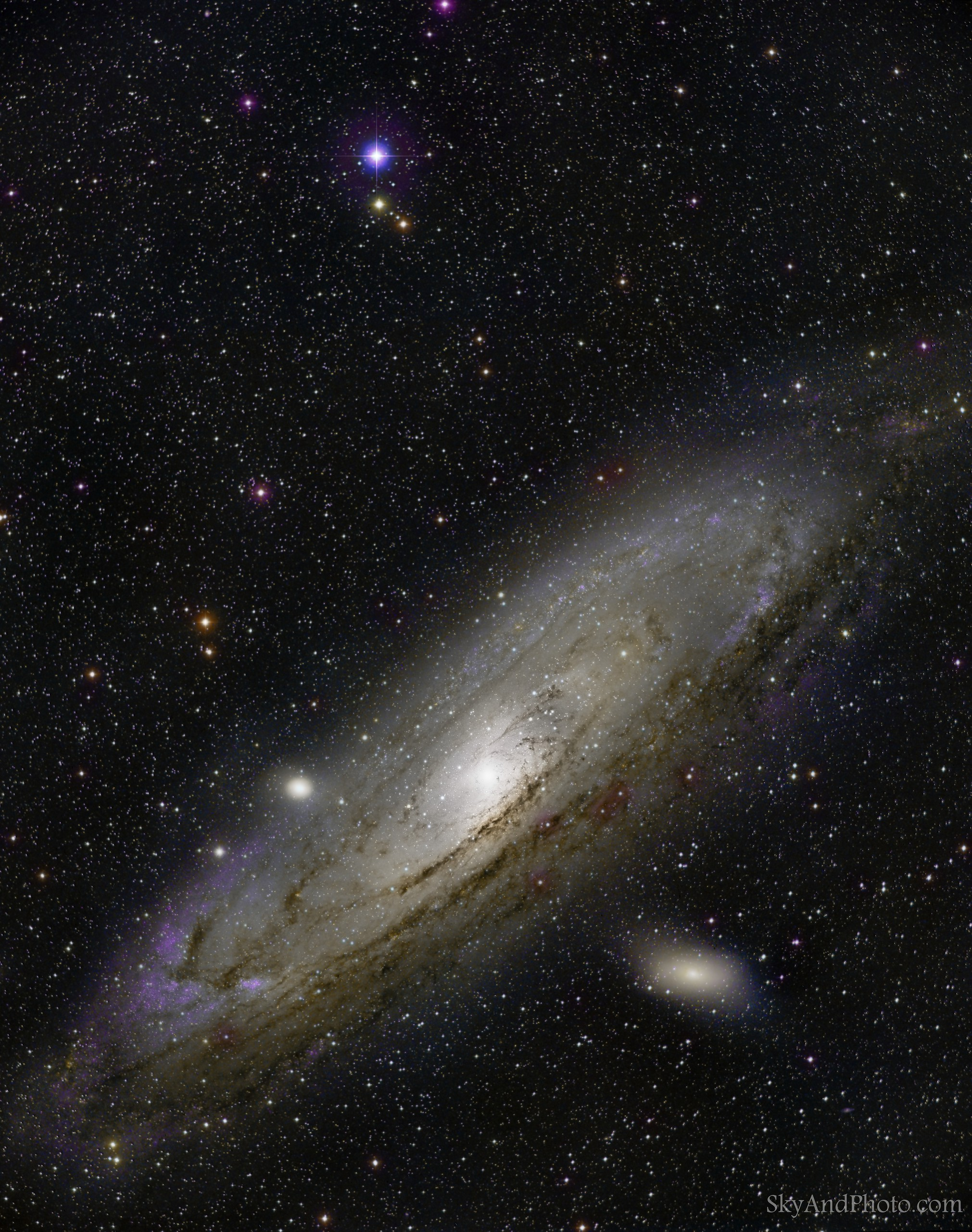 """ANDROMEDA 3 Nov 2018, Seville, Spain Telescope  Superapocromátic TMB 130/780 CNC II. Reducer Massimo Riccardi x0,75 de 81 mm. 585 mm a F4,5. Mount Takahashi EM200 Temma2. Camera  CCD QHY 16200A-FW7 Guided with QHY OAG with CCD  QHY5 LII. Filtros  L, R, G, B , of 2"""" Optolong Exposures 10x600`  and 10x60"""" L ,  10x300` and 10x300"""" ,  bin 2  R, G, B."""